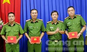 Phát hiện nhiều hung khí và xe máy vô chủ tại nhà đối tượng có tên Phạm Giang Hồ