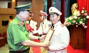 Trao quyết định thăng cấp bậc hàm Trung tướng đối với Thứ trưởng Trần Quốc Tỏ