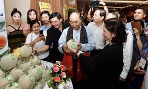 """Thủ tướng giải đáp nhiều câu hỏi """"nóng"""" của nông dân"""