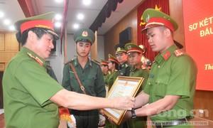 Khen thưởng vụ phá đường dây buôn 170kg ma tuý của cựu cảnh sát Hàn Quốc