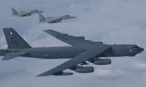 Nga điều 8 tiêm kích chặn 'pháo đài bay' B-52 của Mỹ