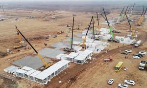 Trung Quốc cấp tốc xây bệnh viện dã chiến vì ca Covid-19 tăng vọt