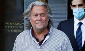 Trump ân xá cho cựu cố vấn Bannon trước khi rời nhiệm sở