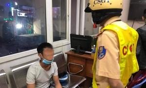 Bắt kẻ nghiện ma túy, tàng trữ kim tiêm tại phố Tây ở Sài Gòn