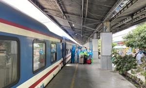 Hai chuyến tàu đưa 1.000 người dân Tuyên Quang, Ninh Bình từ TPHCM về quê