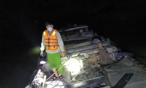 Công an nổ súng chặn bắt 4 tàu hút cát trộm trên sông