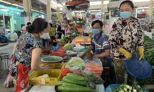 TPHCM: Chợ truyền thống mở cửa, giá rẻ, sức mua vẫn yếu