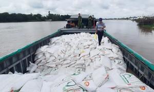 Bắt cán bộ Hải quan liên quan đến vụ buôn lậu 100 tấn đường cát