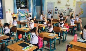 250 học sinh ở 'vùng xanh' TPHCM háo hức ngày đầu đến lớp học