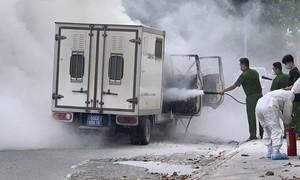 Nhanh chóng dập tắt đám cháy từ chiếc xe thùng dùng để chở phạm nhân