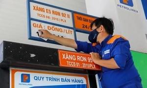 Giá xăng dầu tăng mạnh, xăng RON95-III vượt 24.300 đồng/lít