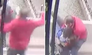 Tài xế xe buýt nhanh tay kéo người phụ nữ ôm con trai nhảy cầu