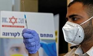 Israel cho chia sẻ danh tính người không tiêm vaccine Covid-19