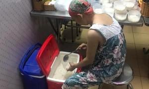 Hai phụ nữ nặng lòng vì bệnh nhi nghèo