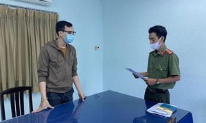 Đề nghị truy tố nam tiếp viên hàng không làm lây lan COVID-19