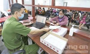 Công an tỉnh Gia Lai đến các thôn, làng làm thẻ CCCD cho người dân