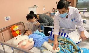 Bé gái rơi từ tầng 12 chung cư ở Hà Nội hồi phục tốt, sắp xuất viện