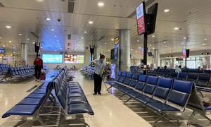 """Vé bay giảm sâu, các dịch vụ tại sân bay vẫn """"chặt, chém"""""""