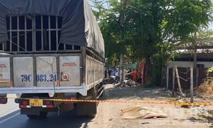 Xe tải dừng ngay khúc cua, thanh niên tông vào tử vong tại chỗ