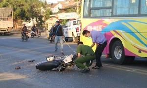 Xe khách tông xe máy, cụ ông 91 tuổi tử vong trên đường đi cấp cứu