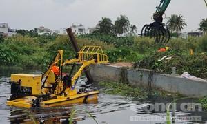 TPHCM sẽ triển khai mô hình vớt rác trên sông bằng tàu chuyên dụng