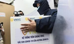 Cận cảnh lô vắc xin COVID-19 chuyển đến BV Nhiệt đới TPHCM tiêm hôm nay