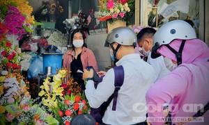 """Ngày 8-3 mùa COVID-19: Hoa lan vẫn """"cháy"""" hàng"""