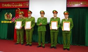 Khen thưởng các tập thể, cá nhân lập chiến công đặc biệt xuất sắc