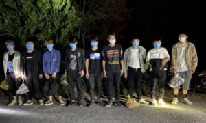 Công an xã tuần tra, phát hiện 9 người Trung Quốc nhập cảnh trái phép