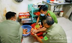 TPHCM: Người dân đi làm CCCD được phục vụ chu đáo với trái cây, máy lạnh