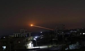 Israel trả đũa sau khi tên lửa Syria rơi gần lò phản ứng hạt nhân
