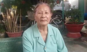 Cụ bà 80 tuổi dùng tiền tiết kiệm góp quỹ phòng dịch COVID-19