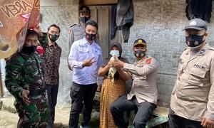 Indonesia tặng gà làm quà cho người chịu tiêm vaccine Covid-19