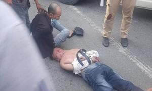 Kẻ phê ma túy lái ôtô gây náo loạn trên đường, ép ngã xe CSGT khi bị truy đuổi