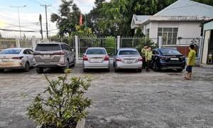 Long An: Bắt đoàn 5 xe ôtô chở gần 20.000 bao thuốc lá nhập lậu