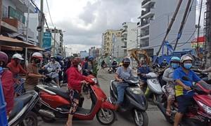 Ôm hàng bỏ chạy tại chợ tự phát ở Sài Gòn khi thấy lực lượng tuần tra