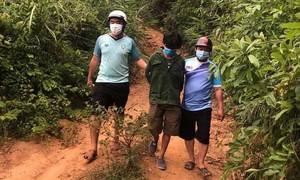 Băng rừng truy bắt kẻ trốn truy nã ẩn náu trong núi