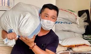 Phi Nhung, Lý Hùng, Chi Bảo quyên góp tặng thiết bị y tế