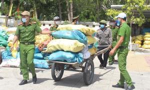 Người dân Quảng Nam góp nhu yếu phẩm gửi tặng nhân dân TPHCM