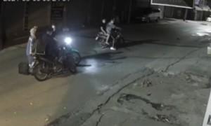 Nữ công nhân môi trường bật khóc khi bị cướp xe máy trong đêm