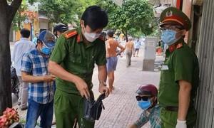 Cảnh sát ở TPHCM truy bắt tên nghiện ma túy, cướp giật giữa mùa dịch