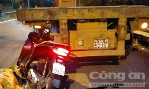 TPHCM: Tông vào đuôi xe container đậu ở đoạn đường cong, một người chết