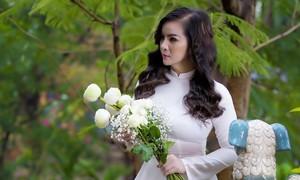 Hoa hậu Kim Hồng ủng hộ Quỹ vắc xin, viết nhạc vì quê hương