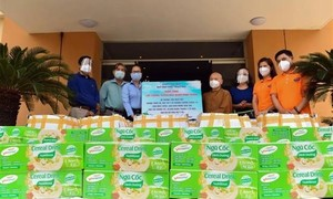 Tăng ni, Phật tử TPHCM tích cực đóng góp, hỗ trợ chống dịch