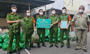 Công an tỉnh Bình Phước tặng nhu yếu phẩm hỗ trợ Công an TPHCM chống dịch