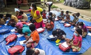 Nhiều trẻ em nghèo Ấn Độ quên cách đọc, viết vì trường đóng cửa kéo dài
