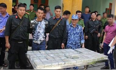 Bốn thanh niên giấu 100 bánh heroin trong cốp xe Hyundai