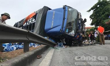 Vụ xe tải tông chết 5 người: Tài xế khai do hỏng phanh