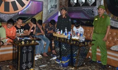 Kiểm tra quán karaoke, phát hiện 32 dân chơi dương tính ma túy
