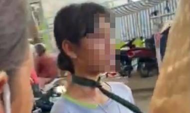 Cha cột dây vào cổ hai con, dùng xe ba gác kéo quanh chợ để… dạy dỗ
